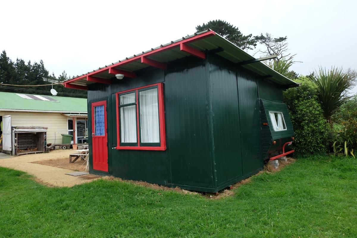 Palmerston North Caravan Cottage.JPG